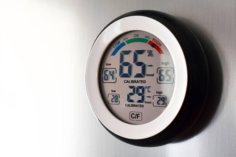 Temperature gauge for monitoring fridge